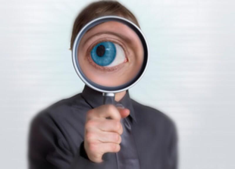 El auditor forense debe pasar exámenes de transacciones financieras; investigación; elementos legales y criminología. (Foto: Jupiter Images)