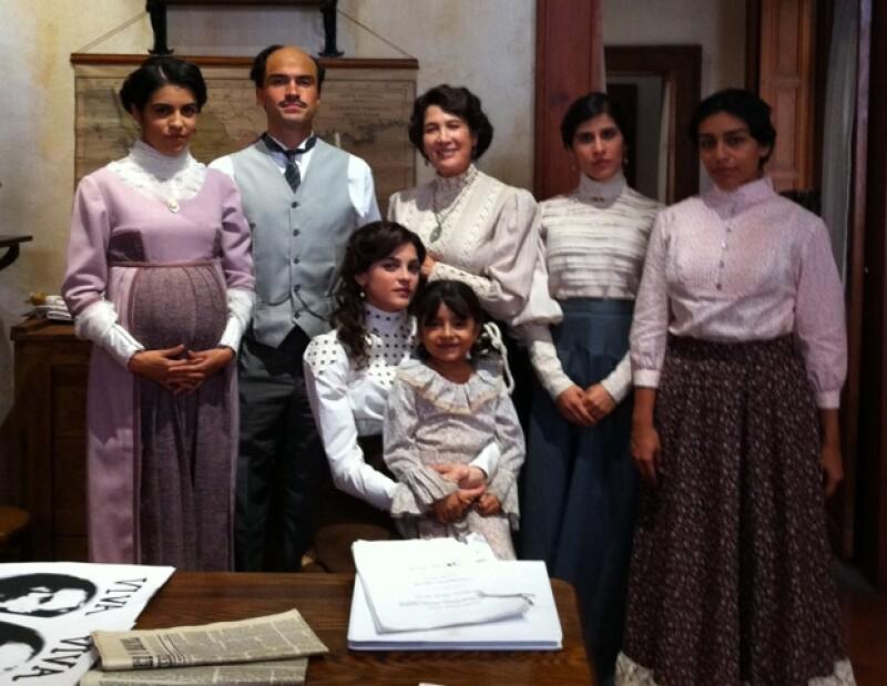 Olga y Poncho interpretan a la familia Aquiles Serdán.