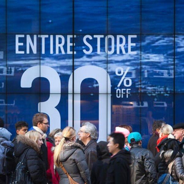 Aunque el día de las mejores ofertas en Estados Unidos empezó con calma, más tarde incluso hubo rumores de bombas y una tienda tuvo que desalojar a los clientes.