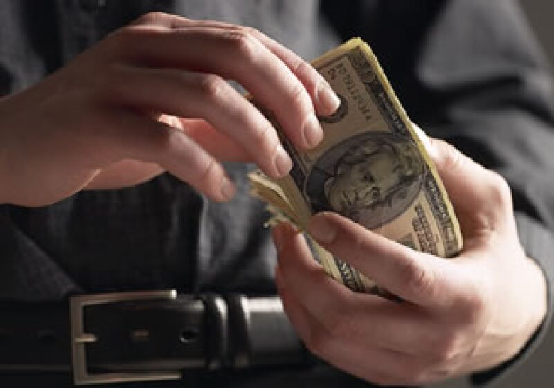 El dólar estadounidense mantiene su racha ganadora frente al peso. (Foto: Jupiter Images)