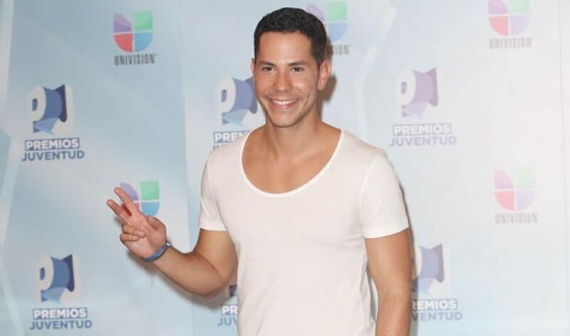 El cantante declaró ser homosexual durante el tiempo en el que estaba en RBD.