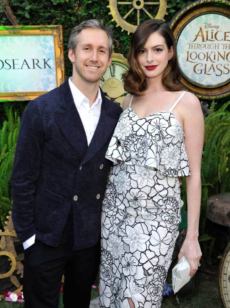 La actriz y su esposo aparecieron en la premiere de Los Ángeles de Alice Through the Looking Glass.