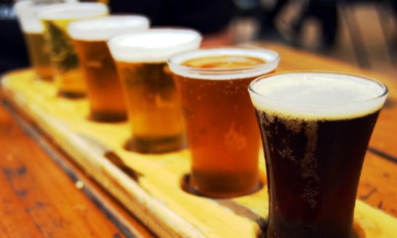 De acuerdo a un estudio, el consumo de alcohol en pequeñas cantidades ayuda a resolver mejor los problemas creativos. (Foto: Cortesía)