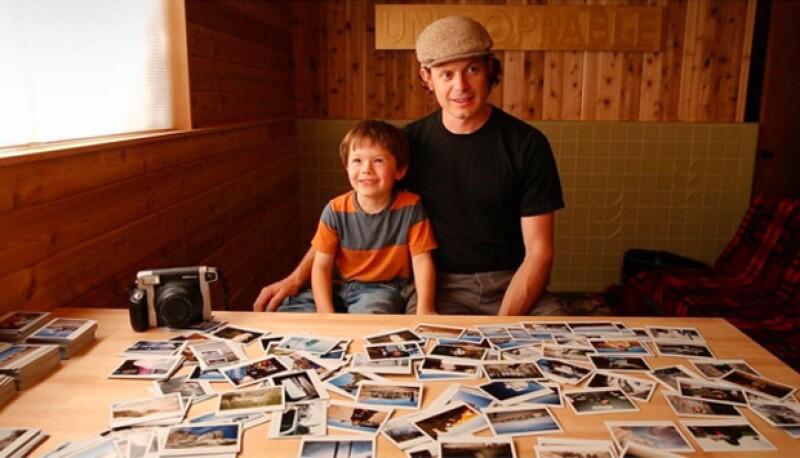 Su papá es reportero gráfico de National Geographic, y Haw es fotógrafo de esta misma revista, el fotógrafo más joven del mundo.