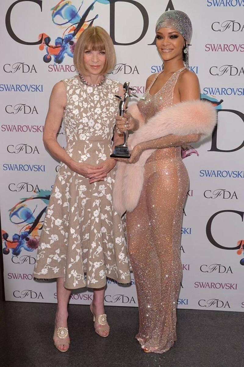 Anna Wintour estuvo entre los prestigiados expertos en moda que reconocieron el sexy estilo de la cantante.