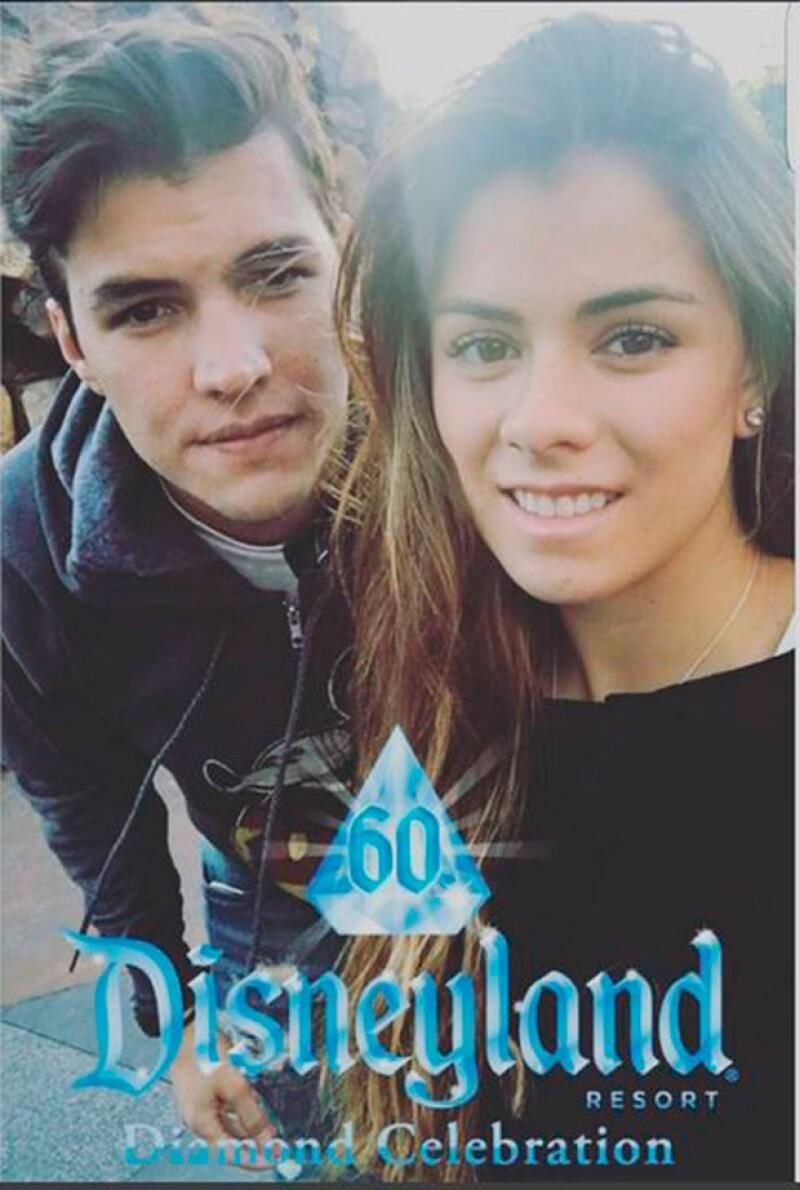 La pareja celebró su aniversario en Disneyland.