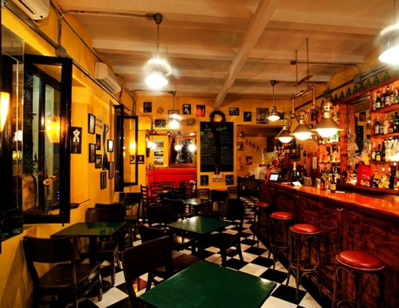 La Cigale tiene todo para hacerte sentir que estás en París.