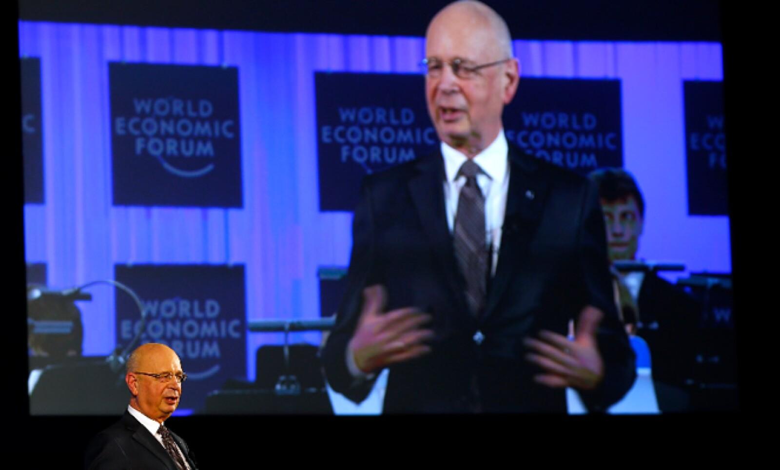 El fundador del WEF, Klaus Schwab, pidió a los más de 2,500 asistentes llevar siempre mente, alma, compasión y templanza.