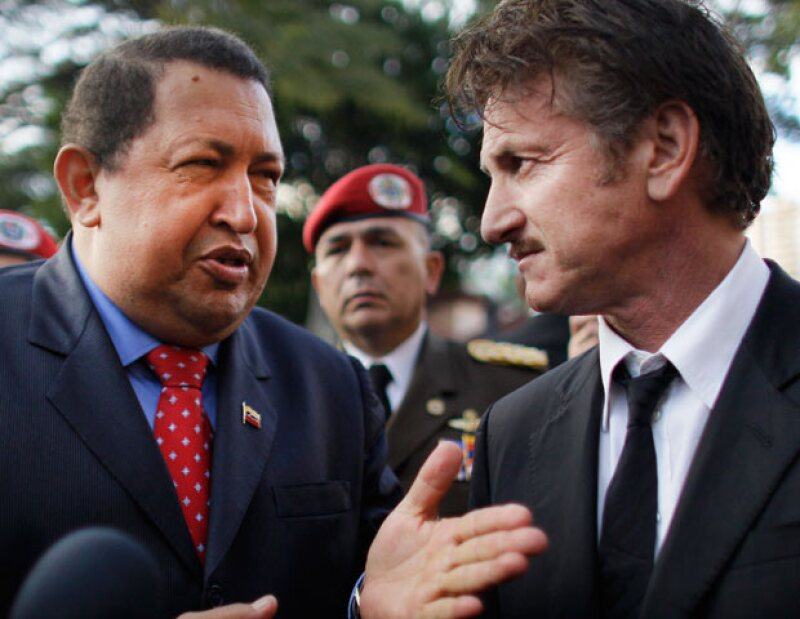 El actor estadounidense participó por sorpresa en una vigilia en La Paz por la salud del presidente venezolano.