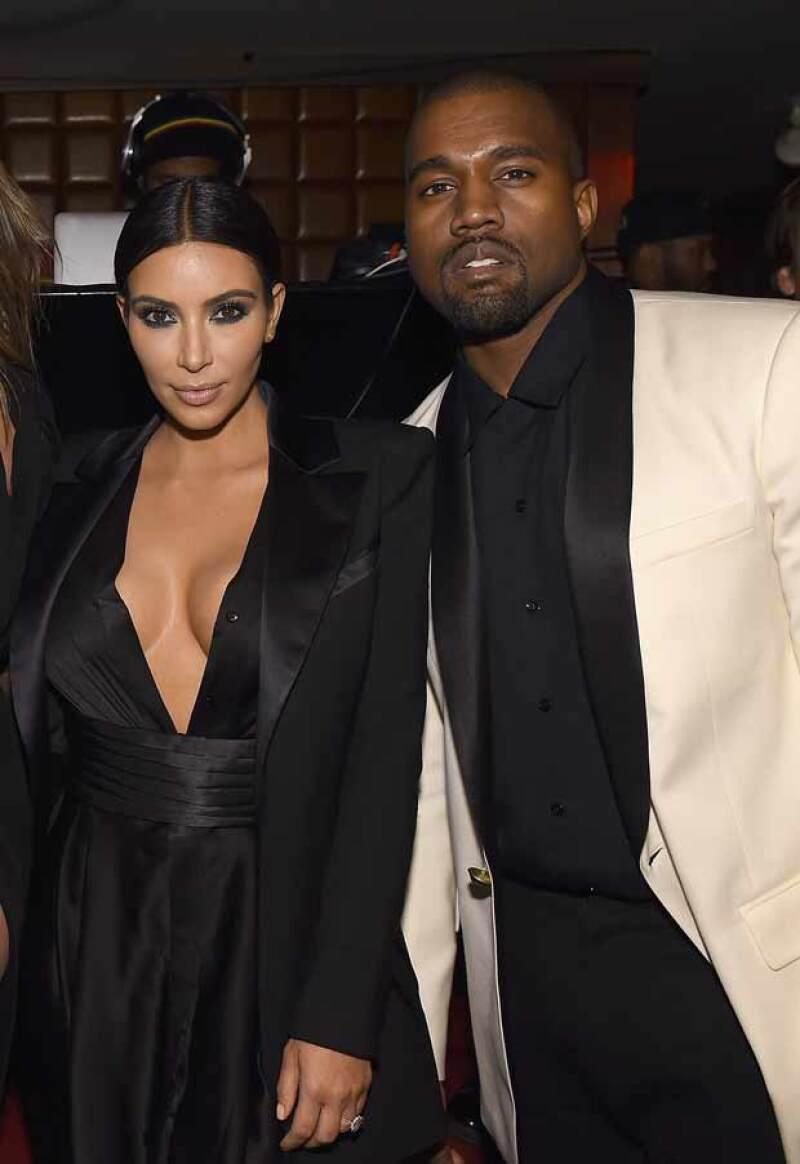 A pesar de los altibajos que sufre su familia, Kim continúa mostrando por qué es una top celeb y lo hace en compañía de su esposo.