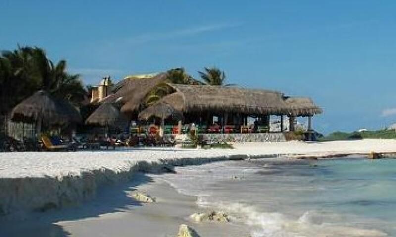 El empresario asegura que los viajeros de cruceros tienen una derrama económica 70% menor que otros viajeros de la Riviera Maya. Foto: De rivieramaya.com)
