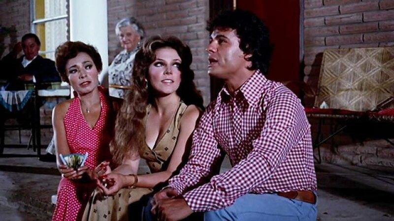 Juan Gabriel junto a Verónica Castro en 1977.