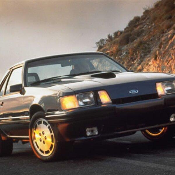 En 1986 el motor V8 del Mustang cambió su carburador por un puerto multisecuencial de inyección a presión.