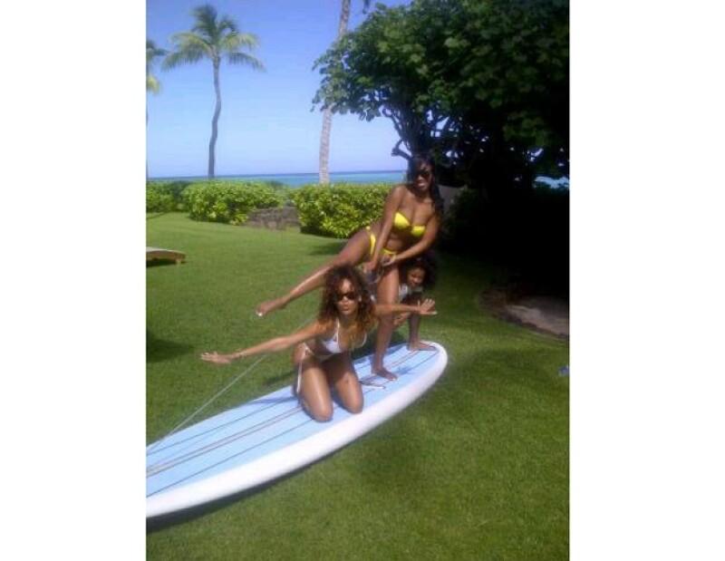 La cantante originaria de Barbados compartió en su cuenta de Twitter unas imágenes en donde luce extremadamente sexy.