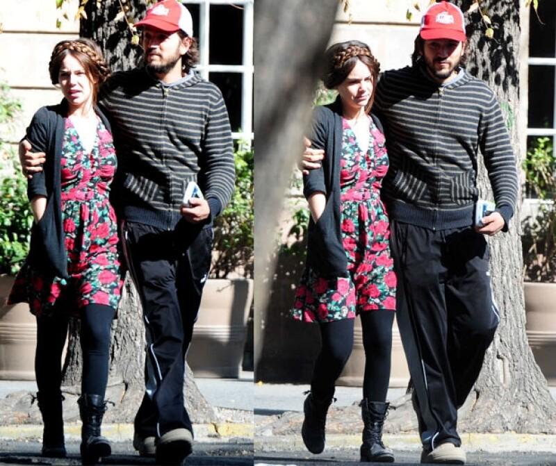 Dicen que los polos opuestos se atraen y tal es el caso de Diego Luna y Camila Sodi, quienes reflejan dos estilos de vestir muy diferentes. Ella, fashion; él, digamos que relajado.