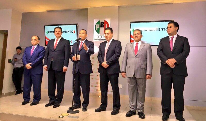 Antes de tomar cualquier decisión, el dirigente nacional del PRI, Manlio Fabio Beltrones (centro) aseguró que el partido se encuentra en una etapa de relfexión.