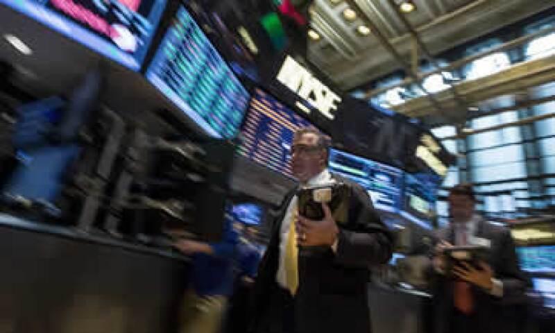 Los mercados en EU están atentos al posible anuncio del término del programa de estímulos de la Fed. (Foto: Reuters )