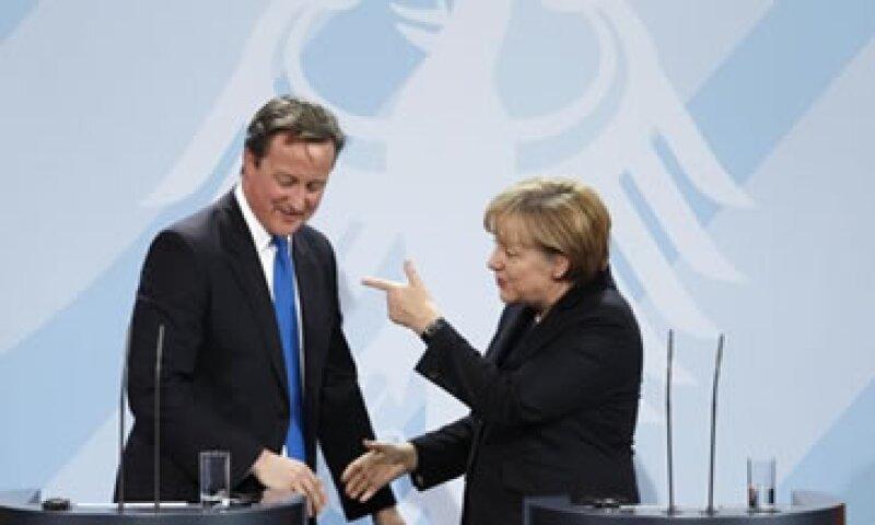 Angela Merkel dijo estar a favor de abordar la crisis paso a paso. (Foto: Reuters)