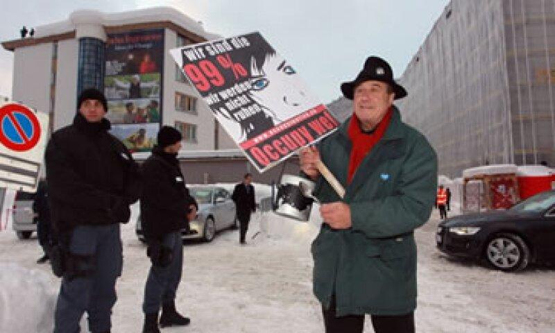 En el World Economic Forum de 2012 hubo manifestantes que demandaban frenar la desproporción de los ingresos. (Foto: Getty Images)
