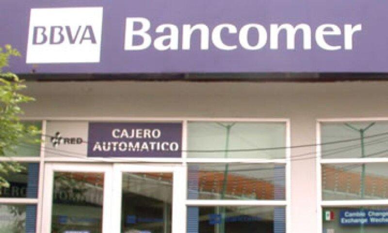 Los bancos en los municipios que se verían afectados por el paso del fenómeno meteorológico cerrarán desde este viernes al mediodía (Foto: Cuartoscuro/Archivo )
