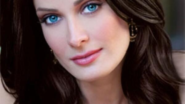 La Miss Universo de 1993 tuvo dos hijos con el cantante; declina opinar sobre su divorcio