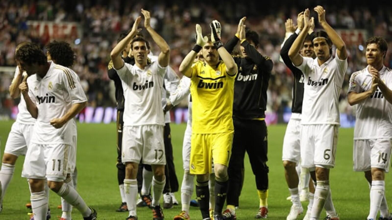 Jugadores del Real Madrid celebran el título