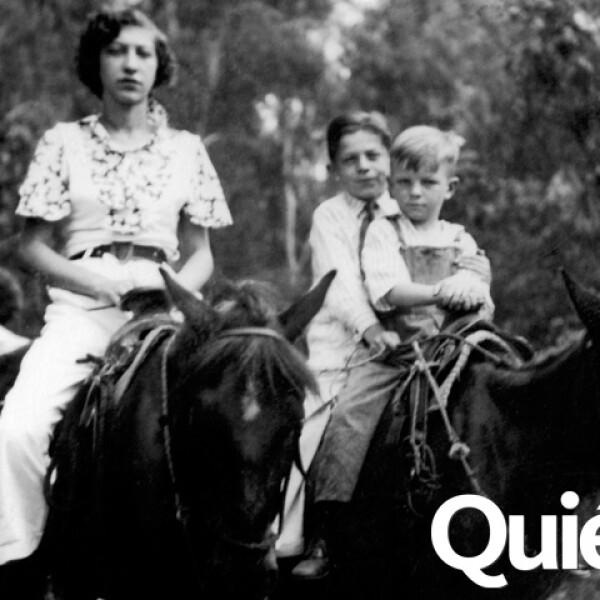 Jacobo en 1933 durante un pase en Xochimilco con sus hermanos Elena y Abraham.