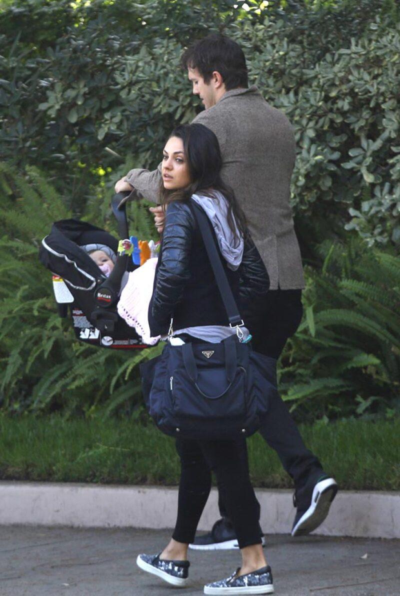 Pocas veces vemos a la pareja paseando con su hija, a quien han mantenido apartada de los medios de comunicación.