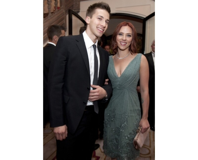 La guapa actriz comparte los genes con su hermano mellizo, ya que además de actor, también es bien parecido.
