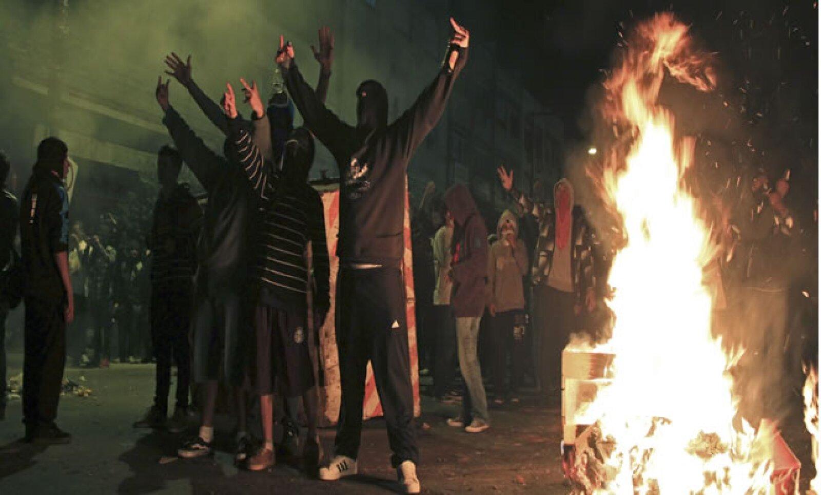 """En las mayores protestas en Brasil desde hace dos décadas, el vandalismo y los saqueos han estado presentes. """"Es difícil adelantarse al movimiento porque no hay una imagen clara de quiénes son o qué exactamente es lo que harán"""", dijo un politólogo de la U"""