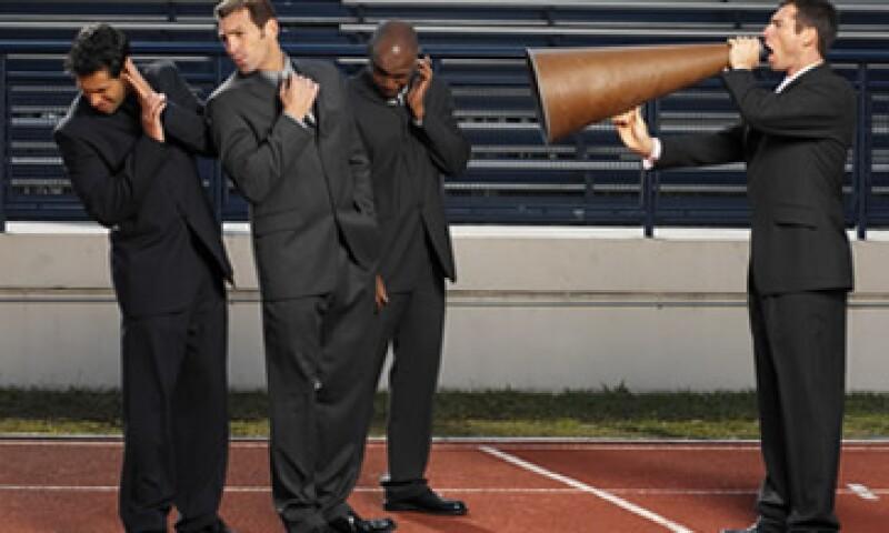 Los empleados que no comparten sus ideas con sus compañeros o menosprecia a sus clientes, no deben estar en tu empresa. (Foto: Thinkstock)