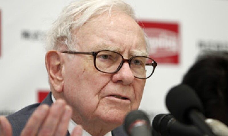 Warren Buffett le dijo a los accionistas de Berkshire Hathaway que el cáncer no pone en peligro su vida. (Foto: AP)