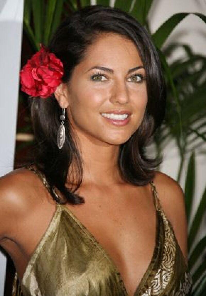 La actriz, como otras artistas, se unieron a la campaña que busca ayudar a 113 jóvenes con cáncer testicular.