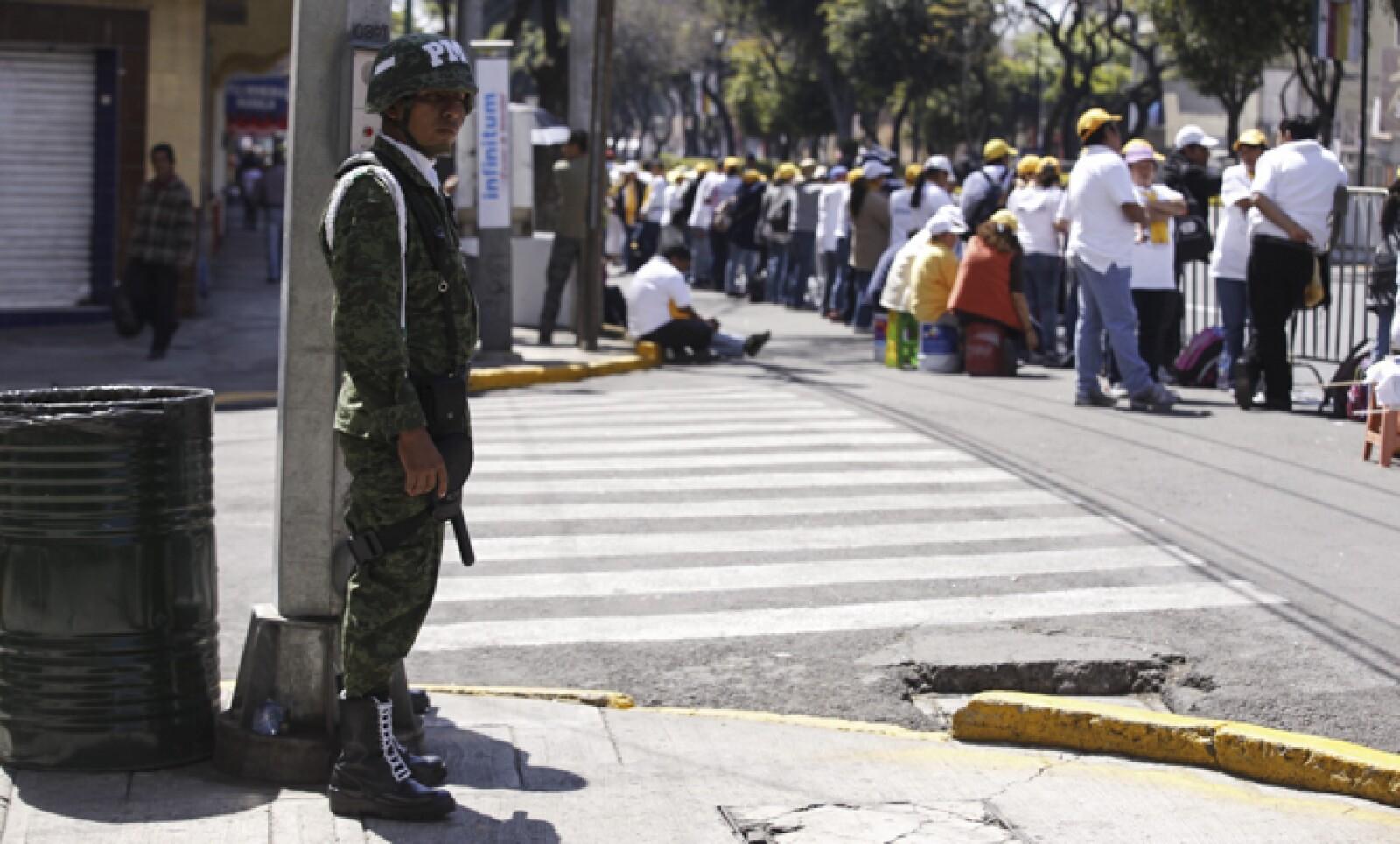 Elementos del Ejército permanecieron vigilantes cerca de la Basílica de Guadalupe.