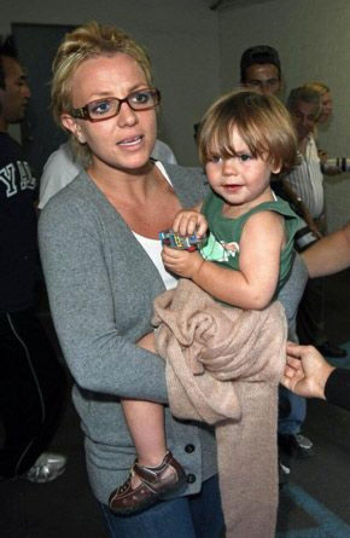 La cantante amenazó con suspender el tour si sus niños no viajaban con ella.