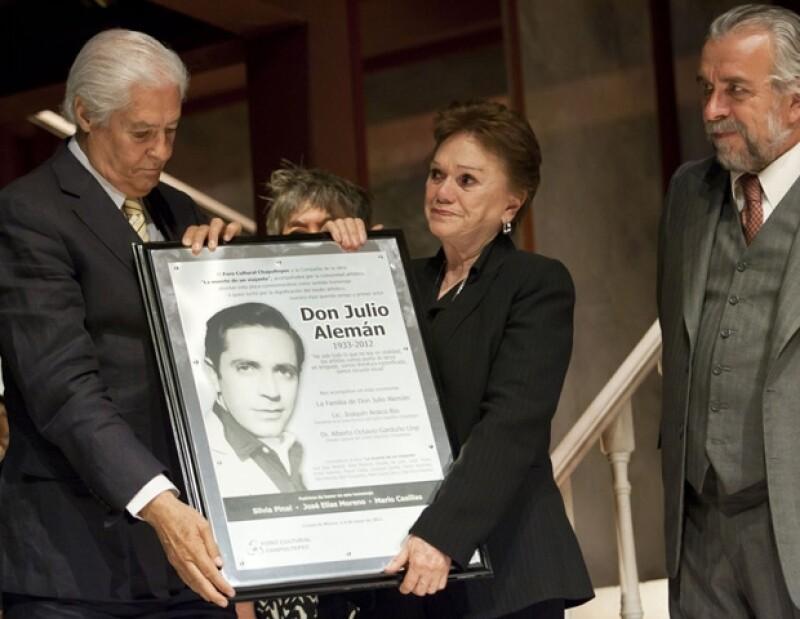 Jose Elias Moreno encabezó un homenaje postumo a al que fue protagonista de `El Derecho de Nacer´, durante la funcion de la obra `La Muerte de un Viajante´.