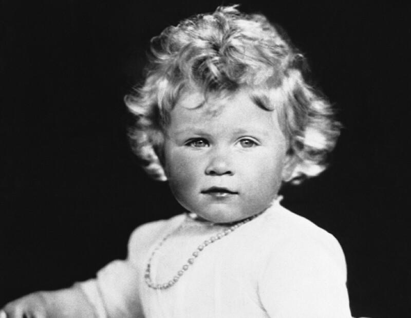 Isabel nació en la casa londinense de su abuelo materno, en el número 17 de Bruton Street, Mayfair, por cesárea.