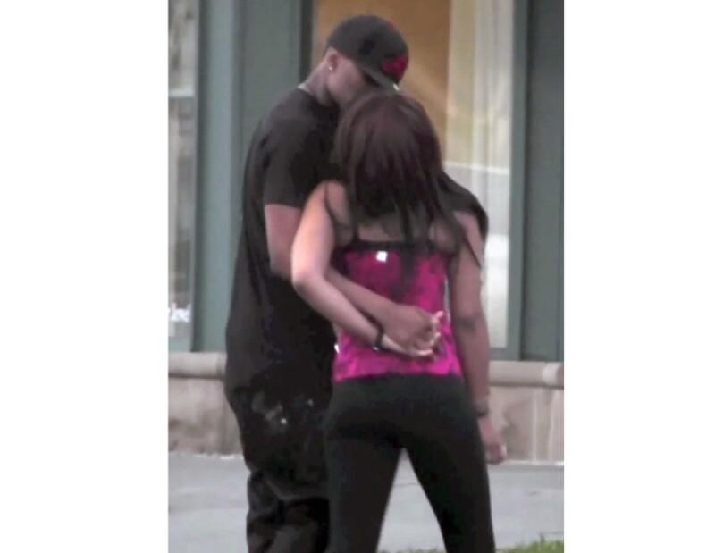 Bobbi y su novio Nick mostraron su amor en Miami.