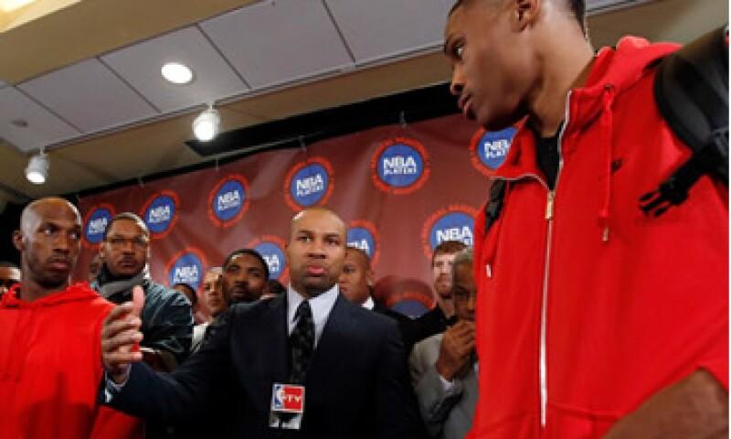 Los dueños de los clubes dicen que la NBA perdió 300 millones de dólares la temporada pasada. (Foto: Reuters)