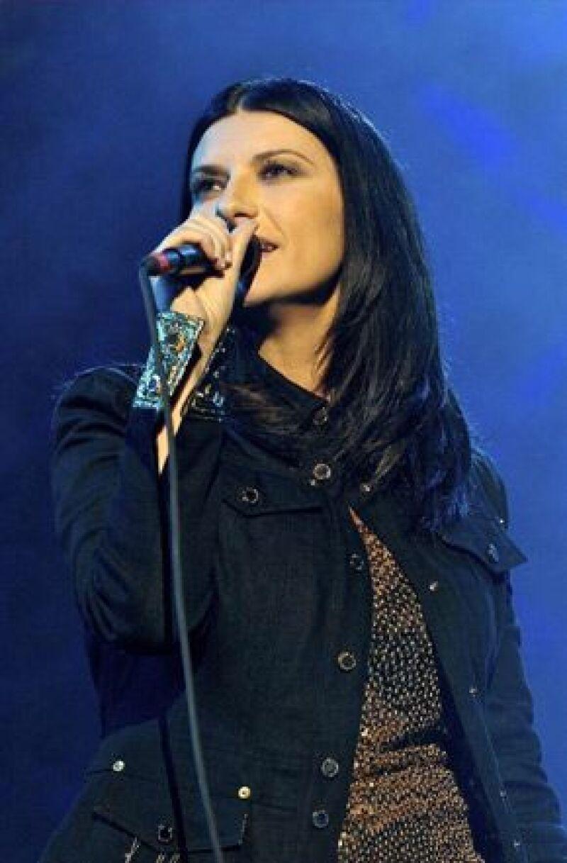 La cantante italiana presenta el clip de su más reciente sencillo, En cambio no.