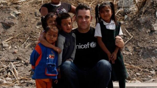 El cantante subió a su cuenta de Twitter fotografías de los recorridos que hizo en México para grabar un documental sobre pobreza y apoyar el evento Soccer Aid.