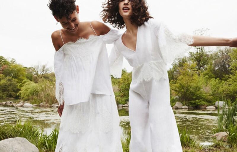 Zara no podía quedarse atrás en la tendencia de vestidos blancos low-cost y lanzó su propia colección, que aunque no está dirigida especialmente a las novias, hay piezas que puedes usar para el altar.