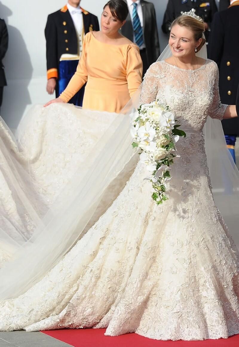 El vestido fue diseñado por el libanés Elie Saab, favorito de las famosas.
