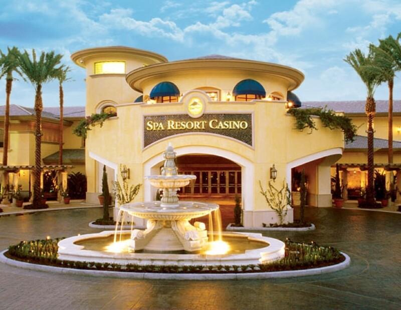 Porque todos amamos ir de compras, Desert Hills Premium Outlets, Alamo y Quién.com te llevan a disfrutar de este lugar acompañado de una persona.