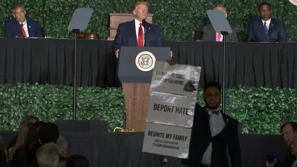 Así fue el boicot a un discurso de Donald Trump por sus comentarios racistas