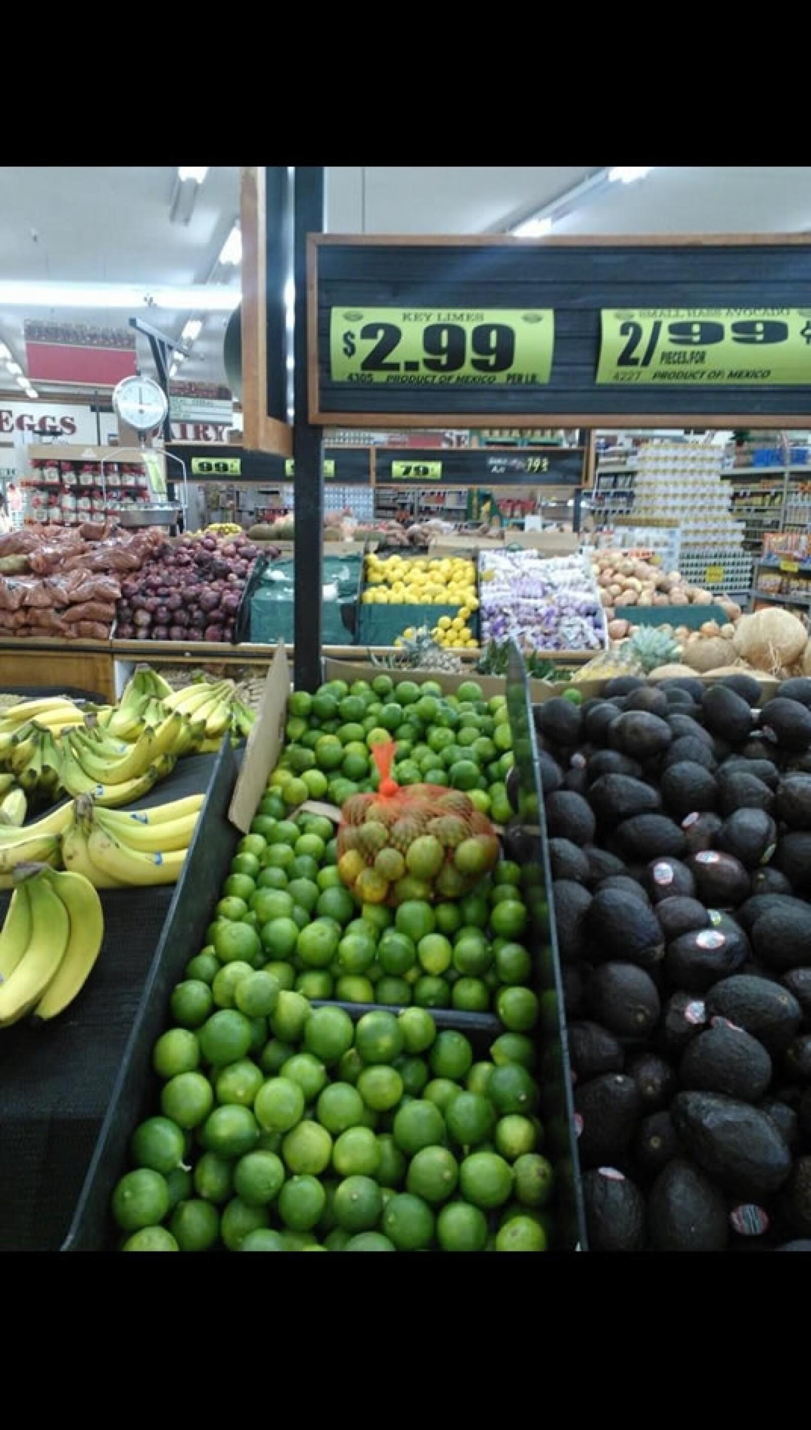 En Inglewood, en el área de Los Ángeles, los limones verdes cuestan 2.99 dólares por libra, algo similar a lo que costarían en los lugares más caros en México
