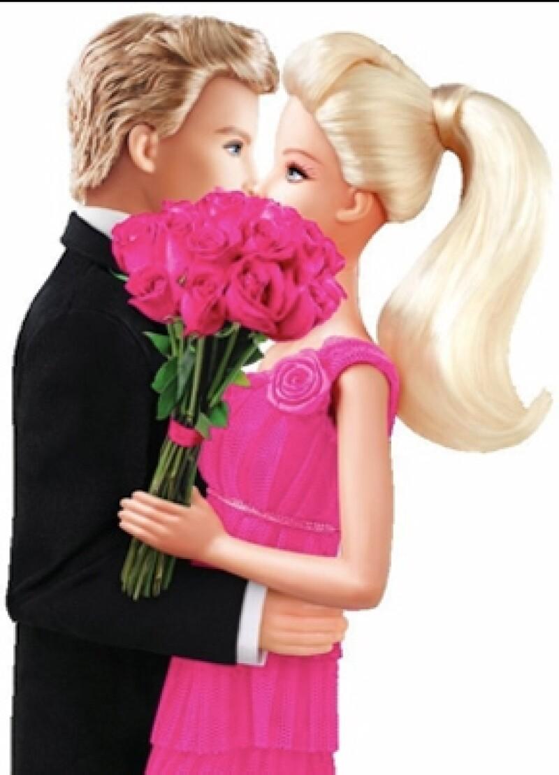 """""""Sí, es cierto. Después de siete largos años, Ken y yo hemos decidido retomar nuestro romance"""", aseguró la famosa muñeca en Facebook."""