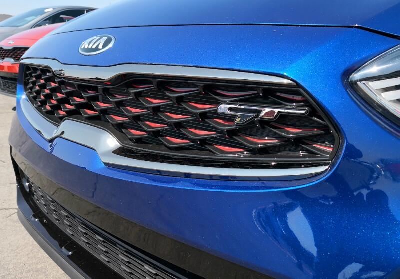 KIA Forte GT Sedan parrilla.jpg