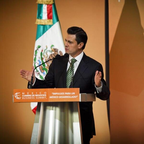 Enrique Peña Nieto anunció que enviará al Congreso una iniciativa anticorrupción y otra para reorganizar la administración federal.