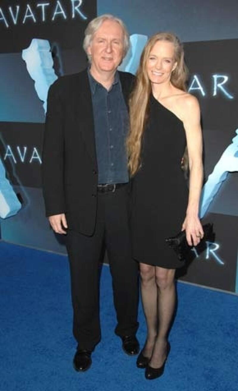 El director de cine y ganador del Oscar obtuvo un lugar en la acera más visitada del mundo, el mismo día del estreno en varios países de su más reciente producción cinematográfica Avatar.
